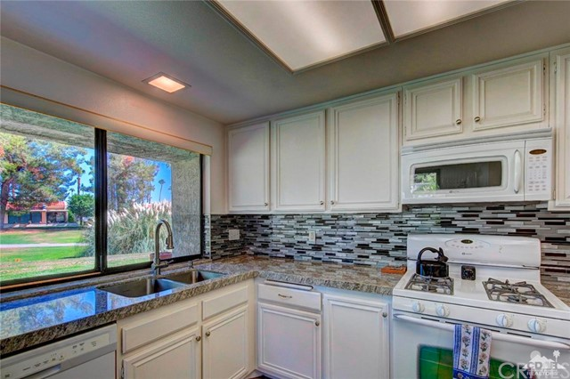 Additional photo for property listing at 3040  Calle Loreto 3040  Calle Loreto Palm Springs, California 92264 United States