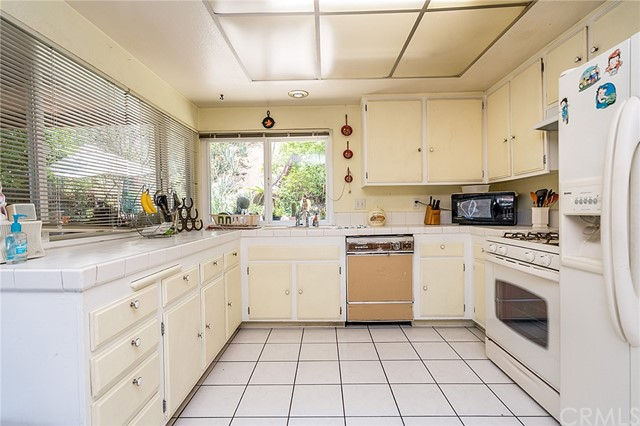 1281 Milano Place Phillips Ranch, CA 91766 - MLS #: DW17211200
