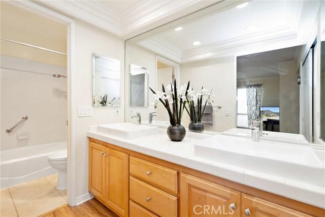 915 S Ridgecrest Circle, Anaheim Hills CA: http://media.crmls.org/medias/3563624b-d19c-478b-807a-d4aab3f1c9a6.jpg