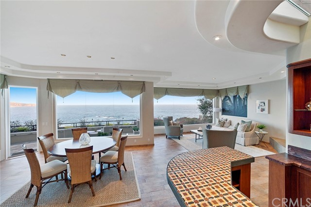 107 S La Senda Drive, Laguna Beach CA: http://media.crmls.org/medias/357c3099-c7c7-49f3-b38c-de03d8e8d190.jpg
