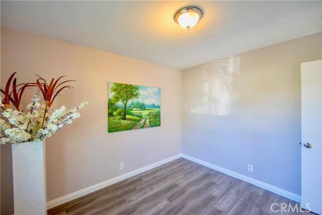221 S Vine Avenue, Fullerton CA: http://media.crmls.org/medias/358c7fe5-dc22-4e4c-acde-d6bf04fe9e1b.jpg