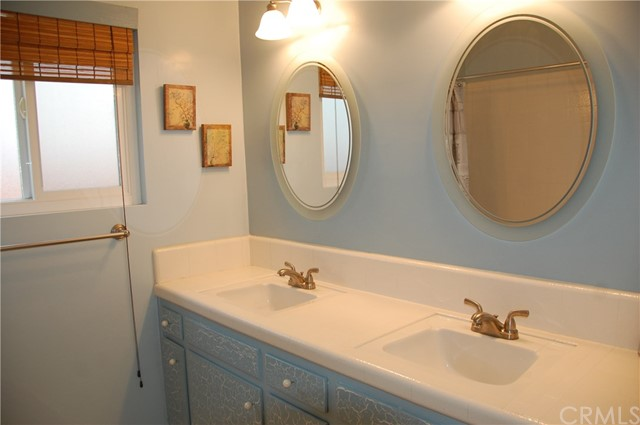 6621 Whitman Avenue, Lake Balboa CA: http://media.crmls.org/medias/359f7ee6-f74a-4fc8-8ff9-4f335d78d4d7.jpg