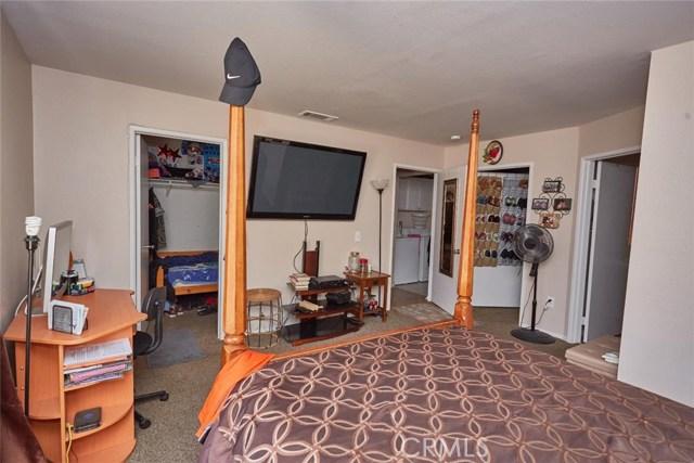 11911 Spring Hill Court, Adelanto CA: http://media.crmls.org/medias/35b3239d-c9ac-42ae-912f-f52e592ef652.jpg