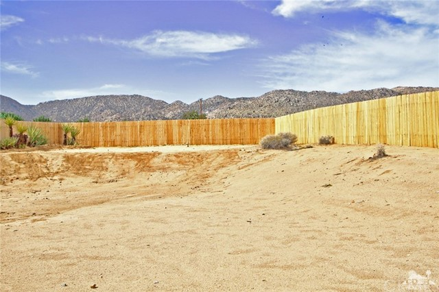61755 Navajo, Joshua Tree CA: http://media.crmls.org/medias/35b6406e-120c-442a-ad08-6e4f07ae302c.jpg