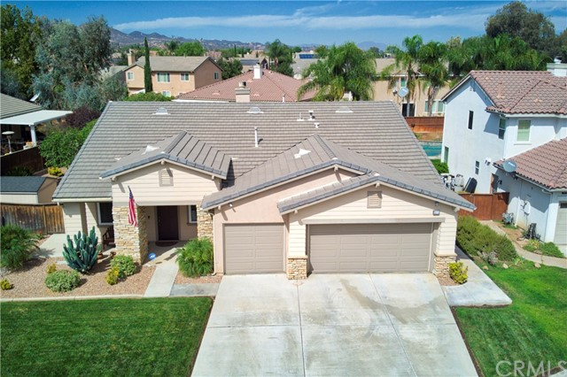 33571 Honeysuckle Lane, Murrieta CA: http://media.crmls.org/medias/35b675ba-bdc6-49e0-a442-481a449549c9.jpg