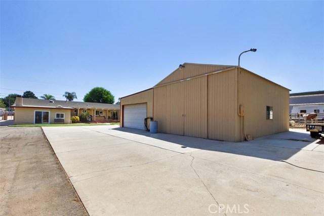 16275 Porter Avenue, Riverside CA: http://media.crmls.org/medias/35cd44ed-800a-4c45-b29a-f0883e2f26c9.jpg