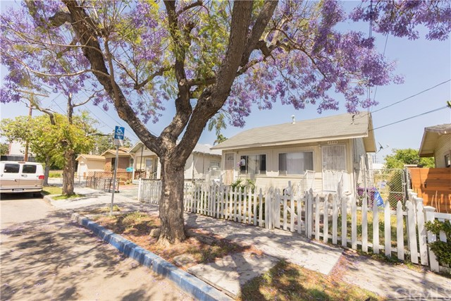 Single Family for Sale at 2546 Pasadena Avenue Long Beach, California 90806 United States