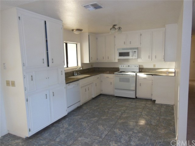 Additional photo for property listing at 6860 Condalia Avenue  Yucca Valley, California 92284 United States