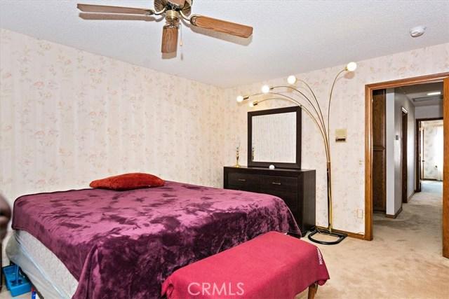 13094 Modoc Court, Apple Valley CA: http://media.crmls.org/medias/362930d6-919b-4fef-b133-e32057eb1ceb.jpg