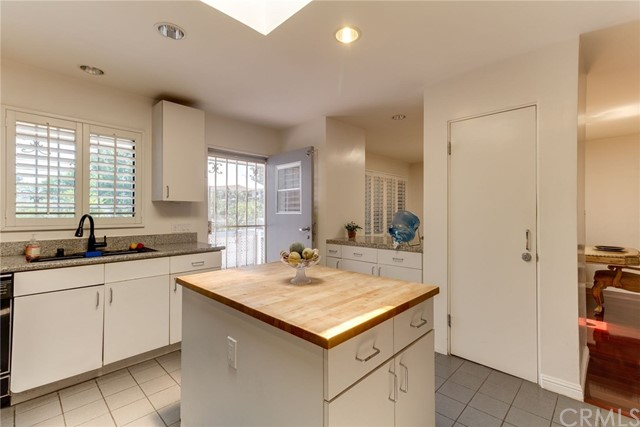 3860 S Cloverdale Ave, Los Angeles, CA 90008 photo 14