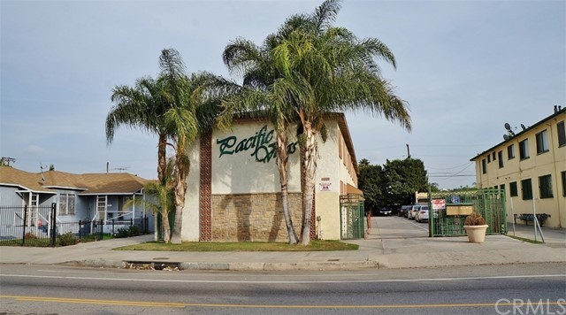 Single Family for Sale at 6720 West Boulevard Los Angeles, California 90043 United States