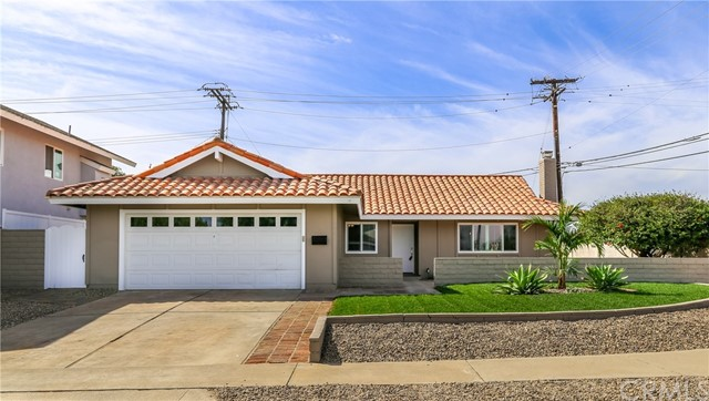 Detail Gallery Image 1 of 27 For 17501 Misty Ln, Huntington Beach, CA 92649 - 4 Beds | 2 Baths