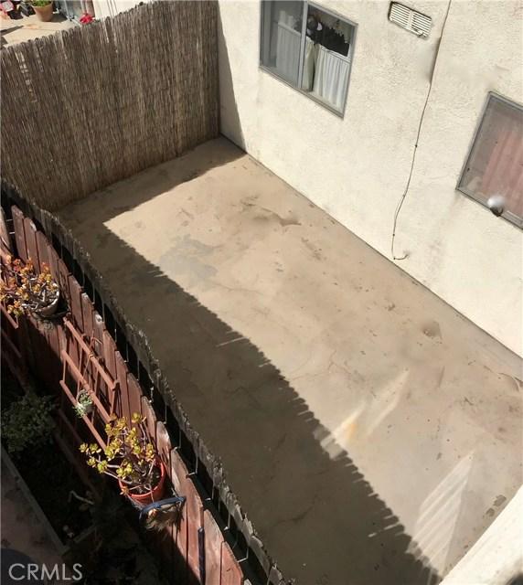 2911 4th Street, Santa Monica CA: http://media.crmls.org/medias/36682214-6ea1-46d6-b8af-40acc22b2304.jpg