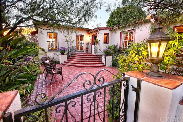 Single Family Home for Sale at 835 Cumberland Road Glendale, California 91202 United States