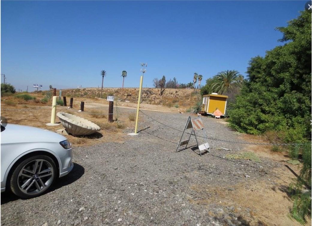 16400 Mockingbird, Riverside CA: http://media.crmls.org/medias/3686fe9f-ba3d-4ae6-9cd5-a286d5f4f06f.jpg