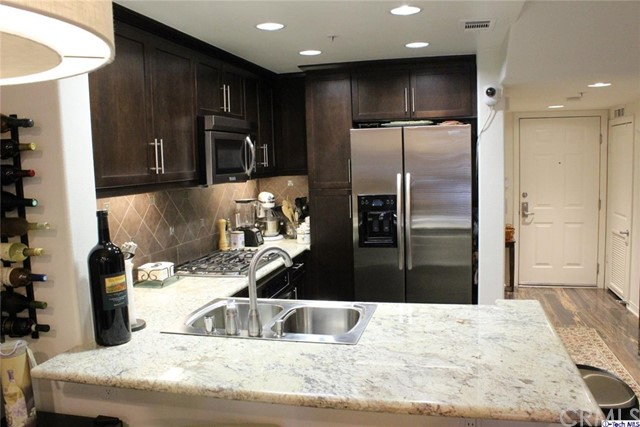 Condominium for Sale at 931 Walnut Street E Pasadena, California 91106 United States