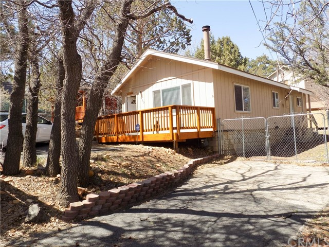 Single Family Home for Sale at 866 Victoria Lane Sugarloaf, California 92386 United States