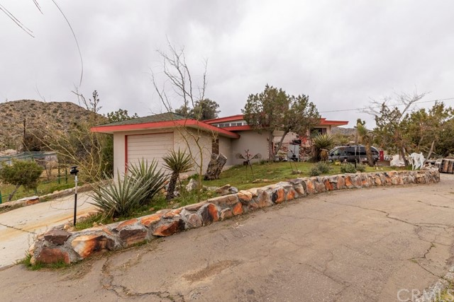 55674 Highland Trail, Yucca Valley CA: http://media.crmls.org/medias/36bd8e6a-1dfc-4ac7-a4ca-ca381d2fad3c.jpg