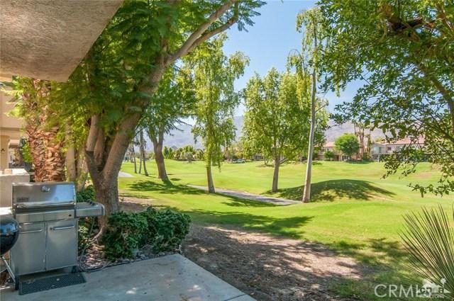 55371 Winged foot, La Quinta CA: http://media.crmls.org/medias/370614dd-5d5b-4397-81fa-cd504b8fc5d5.jpg