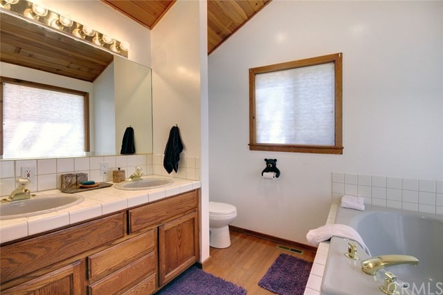 1021 London Lane, Big Bear CA: http://media.crmls.org/medias/3720e7a8-b24f-4e54-97db-a3e50eabde67.jpg