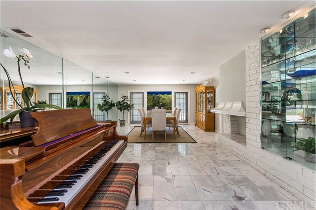 37234f6e-6eff-429d-8bd3-699593ad040d 9843 Brentwood Drive, North Tustin, CA 92705 <span style='background-color:transparent;padding:0px;'><small><i> </i></small></span>