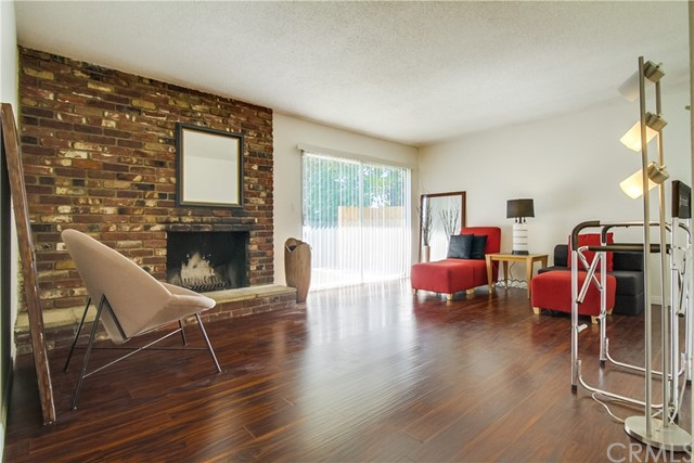 9009 Oneida Avenue, Sun Valley CA: http://media.crmls.org/medias/3725e02d-b0eb-4902-9ecf-45685cd787c4.jpg