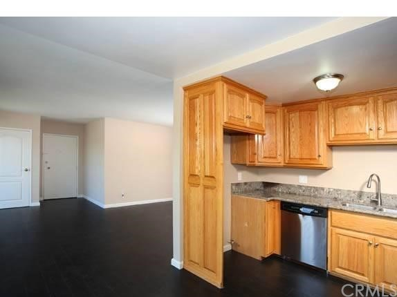 215 Atlantic Avenue, Long Beach CA: http://media.crmls.org/medias/372658d8-34bf-4414-98a2-db672354e2f0.jpg