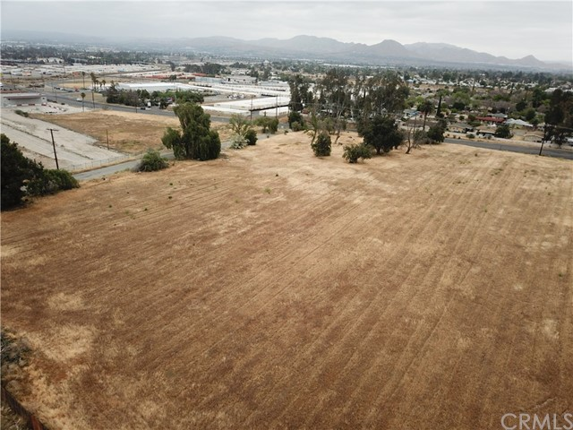 2226 Foothill Boulevard, San Bernardino CA: http://media.crmls.org/medias/37309d59-b30e-4aa6-b7ef-cdd184dc7b22.jpg