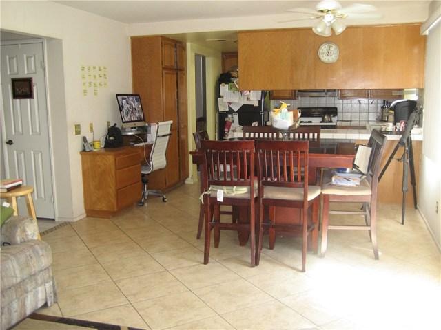 945 Amherst Street, Corona CA: http://media.crmls.org/medias/37315904-dff9-4ce6-b9e3-1a13f5e4e2bb.jpg