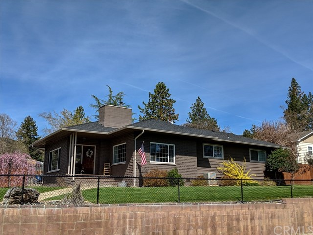 501 Discovery Street, Yreka CA: http://media.crmls.org/medias/3737ceb5-2afb-443e-acc5-3feee33b1730.jpg