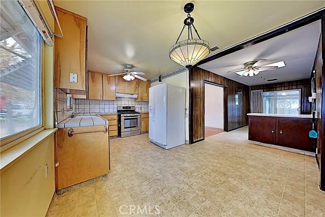 1405 S Nevada Avenue, Los Banos CA: http://media.crmls.org/medias/373b89a0-be09-4d44-a5b3-eeb348824c62.jpg