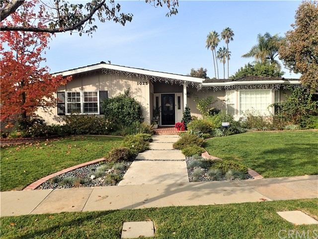 Single Family Home for Sale at 1025 El Mirador Avenue Long Beach, California 90815 United States