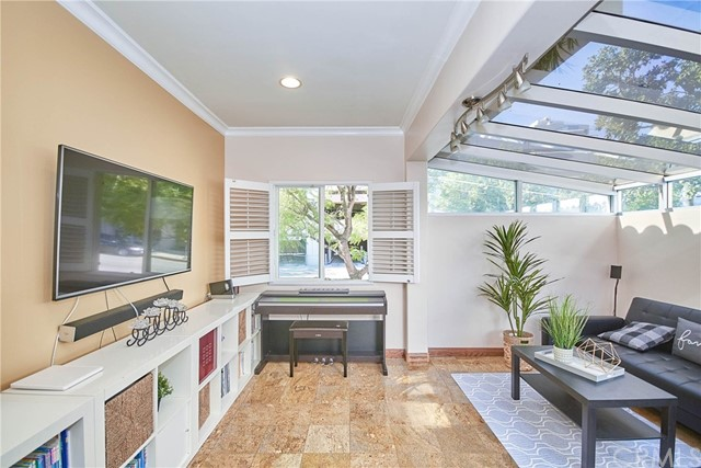 Detail Gallery Image 1 of 1 For 536 N Maryland Ave #101,  Glendale,  CA 91206 - 2 Beds | 2/1 Baths