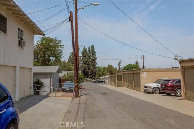 1025 S Victoria Avenue, Corona CA: http://media.crmls.org/medias/3760fb62-84ff-4fb6-86ff-5c69a6a750e5.jpg