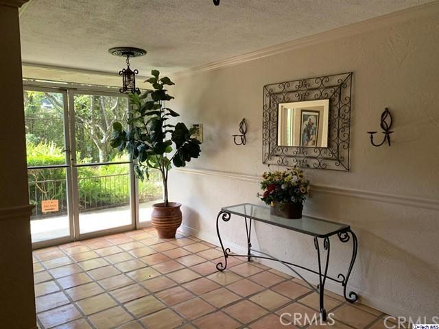 2700 Cahuenga Boulevard, Los Angeles CA: http://media.crmls.org/medias/37776d64-4cbd-4372-b3f2-0c1cbf9b1fa5.jpg