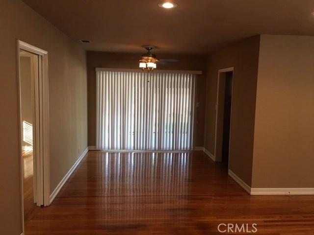 1011 E Greendale Street, West Covina CA: http://media.crmls.org/medias/377b1904-084a-4452-b820-b9ff0210c7e2.jpg