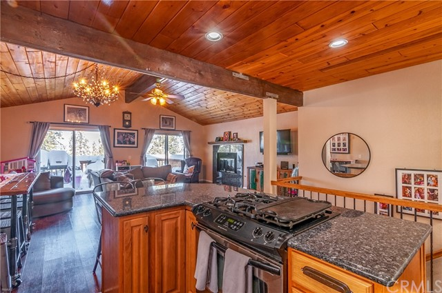 2058 Mojave Scenic Drive, Wrightwood CA: http://media.crmls.org/medias/37bce88a-142b-47bb-98c4-774a5a5851c0.jpg