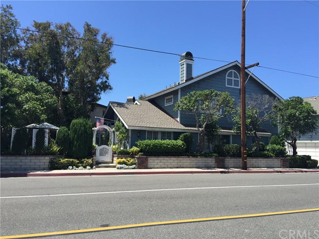 Single Family Home for Sale at 129 31st St Newport Beach, California 92663 United States