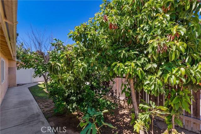 6445 Foster Drive, Riverside CA: http://media.crmls.org/medias/37c06c4f-57b0-426f-b81c-d74ca26c86d4.jpg