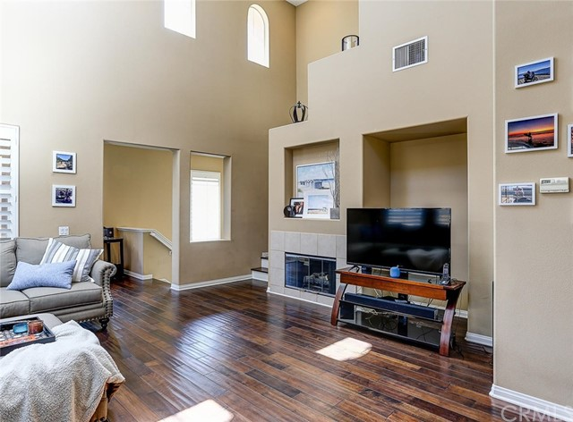 Detail Gallery Image 1 of 1 For 27020 Pebble Beach Dr, Valencia, CA 91381 - 2 Beds | 2 Baths