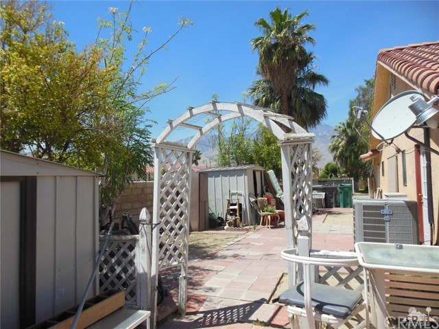 30480 Travis Ave, Cathedral City CA: http://media.crmls.org/medias/37f1712b-78f6-44aa-aa58-75231755825e.jpg