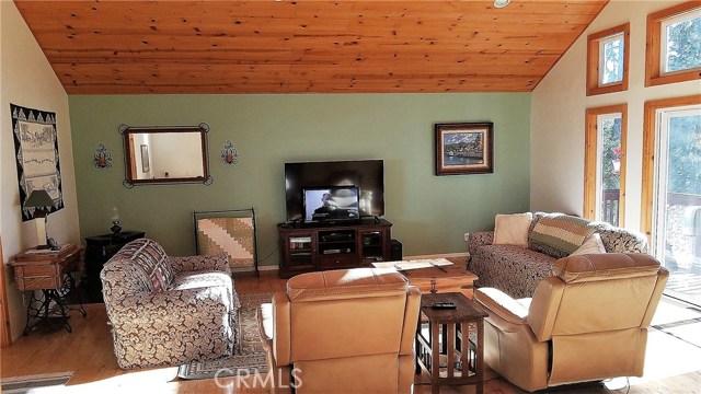 238 Shasta Drive, Lake Arrowhead CA: http://media.crmls.org/medias/37f9ae35-90fe-443e-8c11-da31d2f287ea.jpg