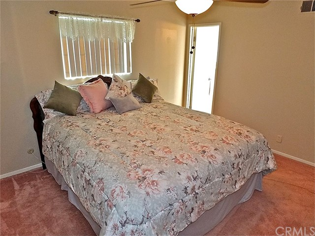 562 E Kenbridge Drive, Carson CA: http://media.crmls.org/medias/380ab597-d648-47a2-8cdd-a812a75bb876.jpg