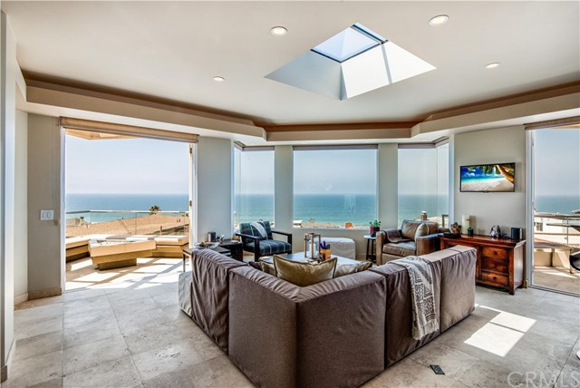228 33rd Street, Manhattan Beach, California 90266, 3 Bedrooms Bedrooms, ,1 BathroomBathrooms,Single family residence,For Sale,33rd,SB19198538