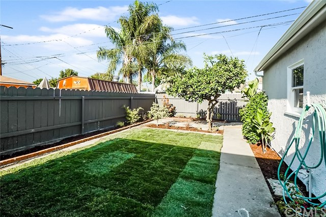 5442 Lemon Avenue, Long Beach CA: http://media.crmls.org/medias/3830148c-b4d3-4328-b447-04437db0ba2c.jpg