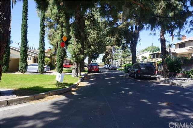独户住宅 为 销售 在 9948 Glencrest Circle Sun Valley, 91504 美国