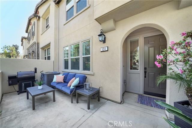124 S Auburn Heights Lane, Anaheim Hills CA: http://media.crmls.org/medias/38903274-bdee-4a16-9780-3b25a88e5d2b.jpg