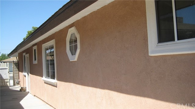 625 Montrose Avenue, Hemet CA: http://media.crmls.org/medias/389a9f2a-8e80-49e7-a01d-268c41c405c4.jpg
