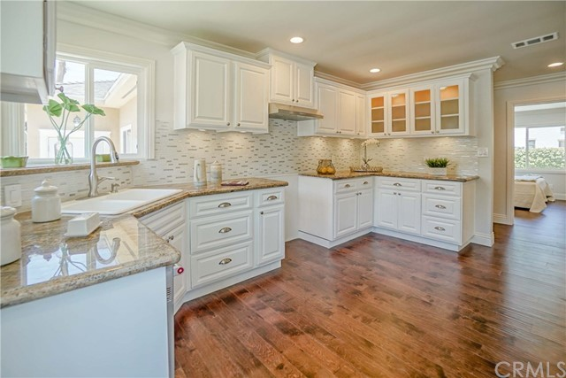 10305 Starca Avenue, Whittier CA: http://media.crmls.org/medias/389b0cd7-3873-4b41-8f2e-d45a4c11665c.jpg