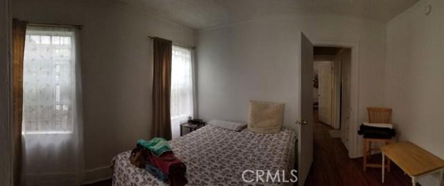 1000 W 68th Street, Los Angeles CA: http://media.crmls.org/medias/38f892e6-c2b8-4cf1-974b-12a7b856fa9e.jpg